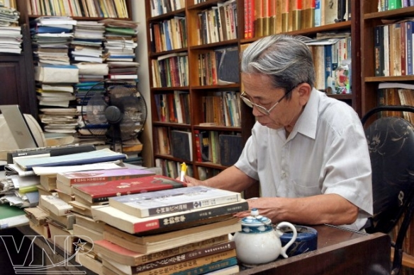 despite-his-age-prof-phuong-luu-continues-to-passionately-do-research-544827-12-9cd45baoanh1292012153855857